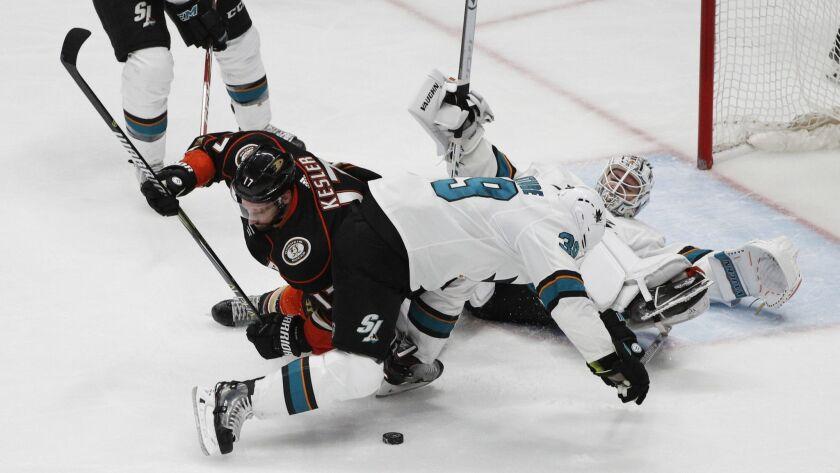 ANAHEIM, CA - APRIL 14, 2018: Anaheim Ducks center Ryan Kesler (17) can't get his stick on the puc