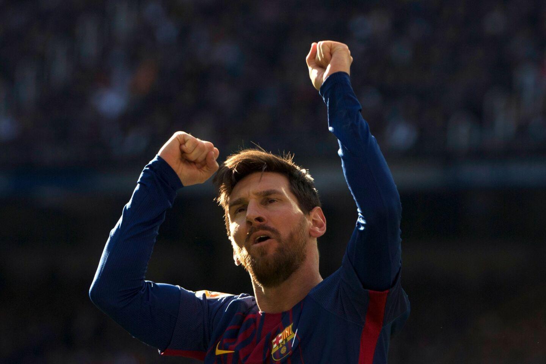 El futbolista argentino de 30 años, anotó 52 goles en la Liga. El 5 de julio de 2017, el FC Barcelona anunció de forma oficial la renovación de Messi hasta la temporada 2021. A su fortuna se sumó su contrato con la marca Adidas, responsable de $27 millones de su ingreso.