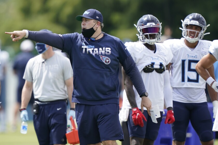 Tennessee Titans offensive coordinator Arthur Smith directs players during training camp.