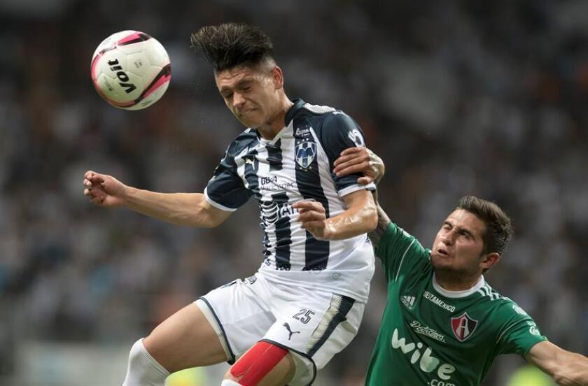 El juvenil Jonathan González (izq), centrocampista de los Rayados de Monterrey, contó este viernes que el colombiano Juan Carlos Osorio, seleccionador de México, no le prometió nada al citarlo por primera vez al combinado Tricolor. EFE/ARCHIVO