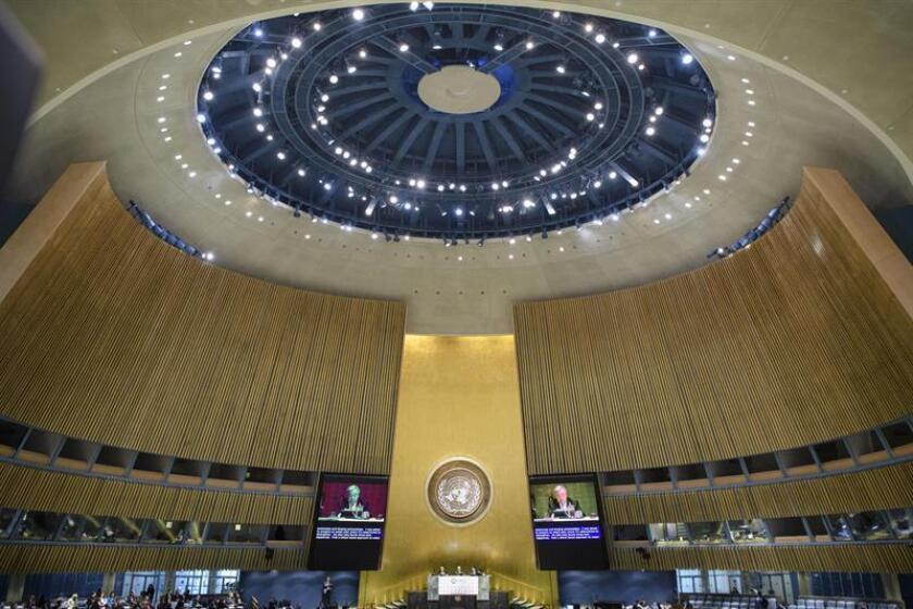 Fotografía cedida por la Organización de las Naciones Unidas muestra al secretario general de la ONU, António Guterres (en pantalla), mientras participa en un evento de alto nivel sobre agua y desarrollo sostenible celebrado hoy, jueves 22 de marzo de 2018, en la sede del organismo en Nueva York (EE.UU.). EFE/Manuel Elias/SOLO USO EDITORIAL/NO VENTAS