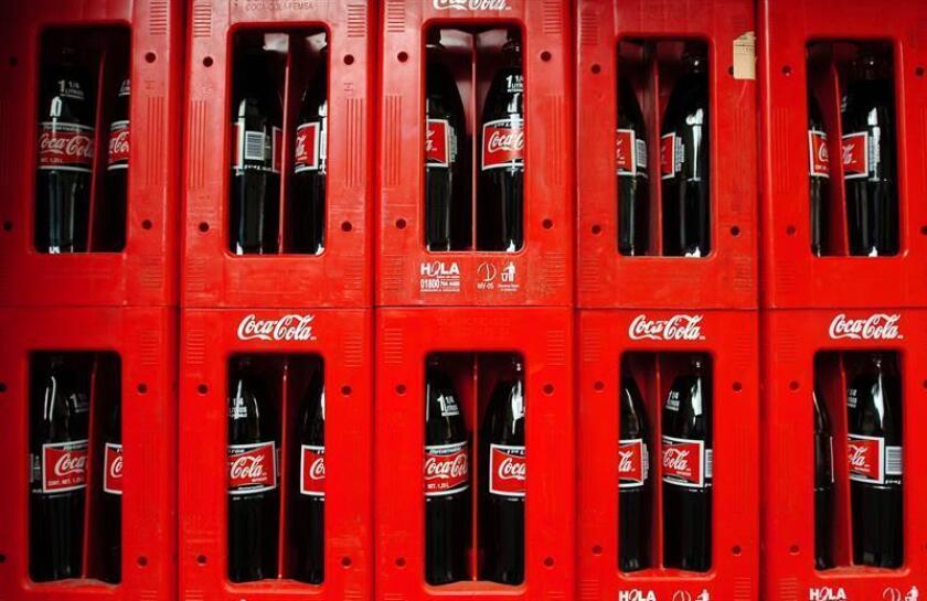 El 42 % de la energía eléctrica que usa Industria Mexicana de Coca-Cola en sus plantas embotelladoras del país proviene de fuentes renovables, según el informe 2017 de la compañía difundido hoy. EFE/Archivo