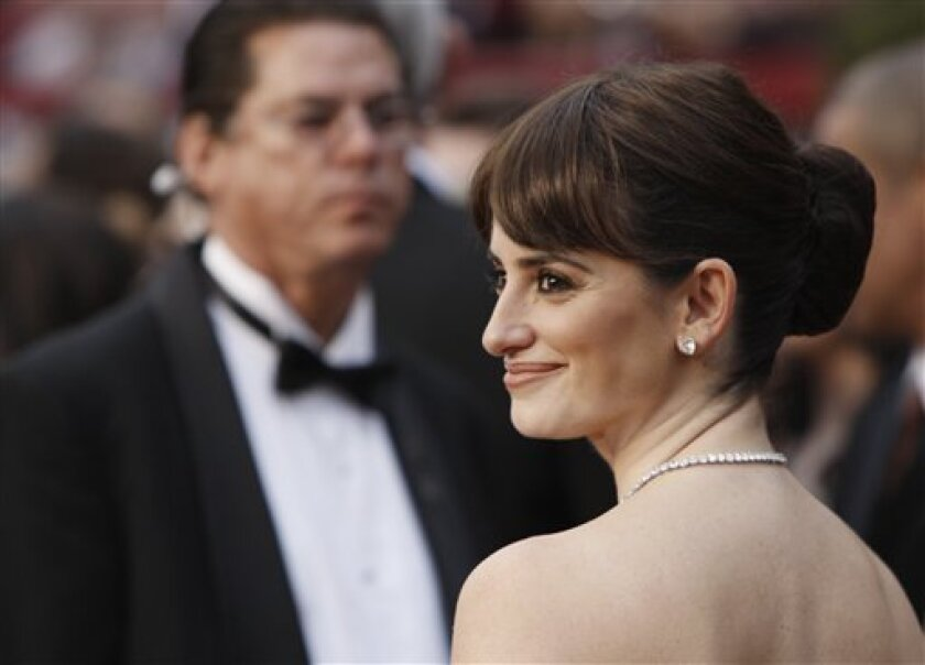 """Spanish actress Penelope Cruz, nominated for an Oscar for best actress in a supporting role for her work in """"Vicky Cristina Barcelona,"""" arrives for the 81st Academy Awards Sunday, Feb. 22, 2009, in the Hollywood section of Los Angeles. (AP Photo/Matt Sayles)"""