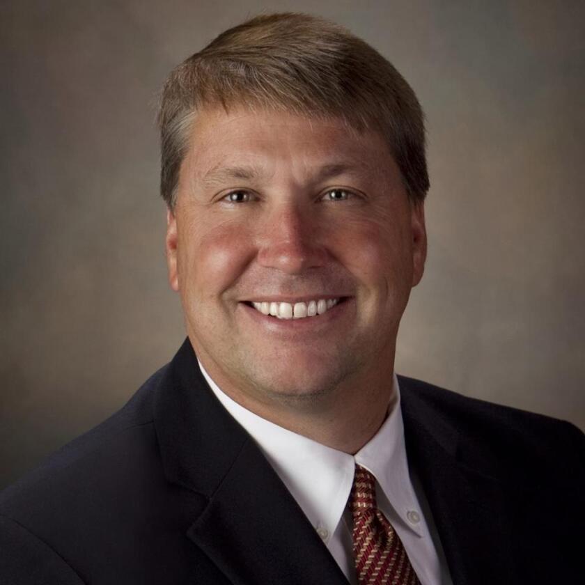 Foto de las redes sociales del juez James Oakly del Condado de Burnet, en Texas.