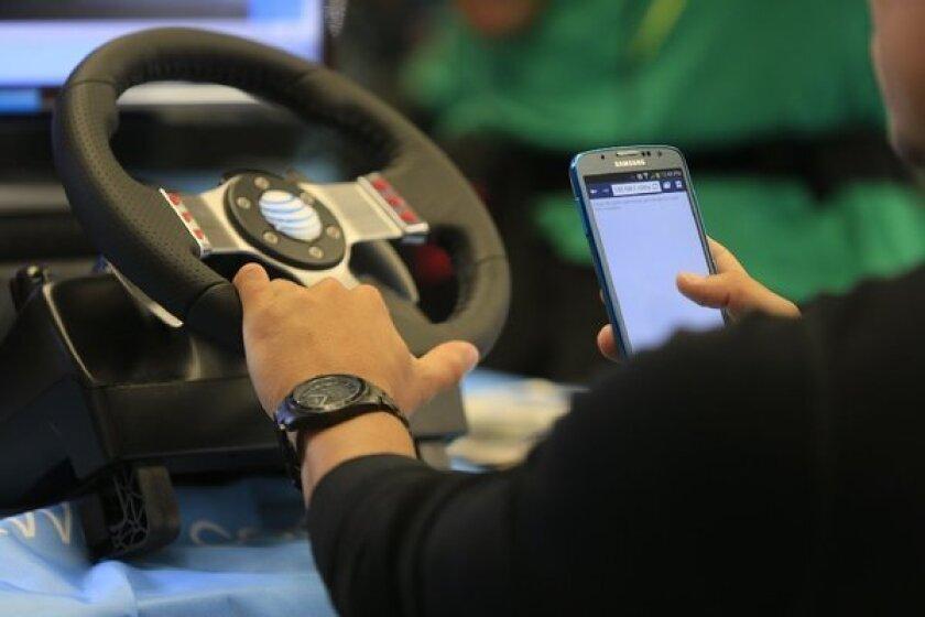 """La prohibición estatal de enviar mensajes de texto al conducir incluye también otras distracciones, como las búsquedas de personajes de """"Pokemon Go""""."""