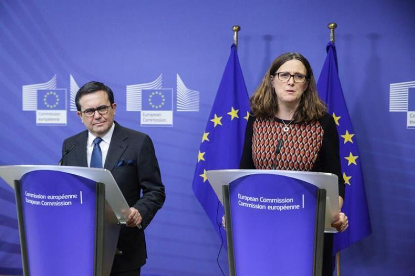 """La Comisión Europea (CE) dijo estar satisfecha con los avances de las negociaciones del acuerdo comercial entre la Unión Europea y México, aunque remarcó que no cerrará las conversaciones """"a cualquier precio"""", dijo hoy una fuente comunitaria. EFE/Archivo"""