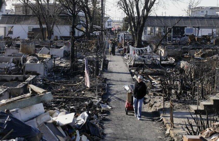 N.Y. Gov. Cuomo presses insurance companies on Sandy claims