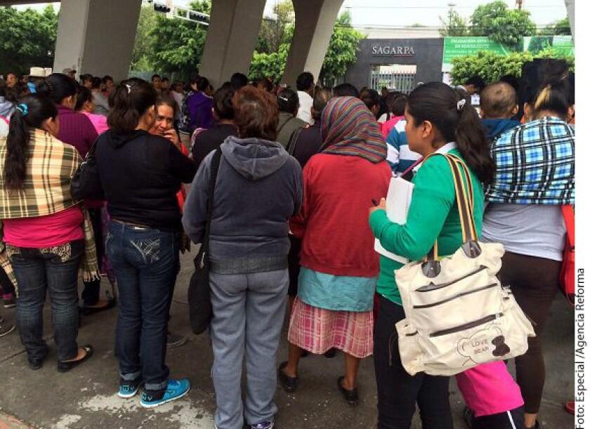 Además de la violencia, el día de ayer, 4 de julio, campesinos protestan por los recortes y la falta de programas de apoyo para la comunidad.