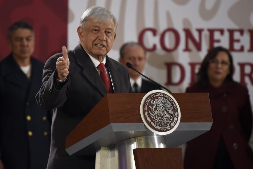 El presidente de México, Andrés Manuel López Obrador, asiste este viernes a una rueda de prensa matutina en el Palacio Nacional en Ciudad de México (México).
