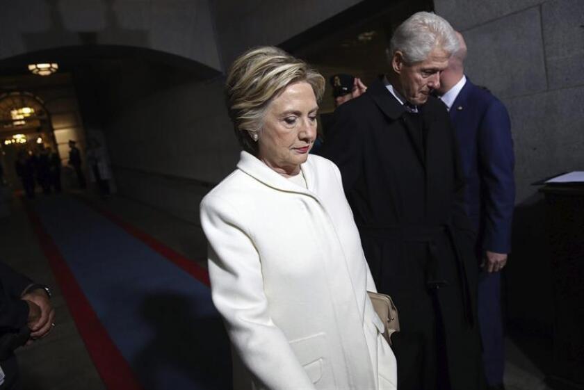 """Hillary Clinton sigue convencida de que """"el futuro es femenino"""" pese a los """"desafíos"""" actuales y tras su derrota electoral frente al ahora presidente, Donald Trump. EFE/ARCHIVO"""