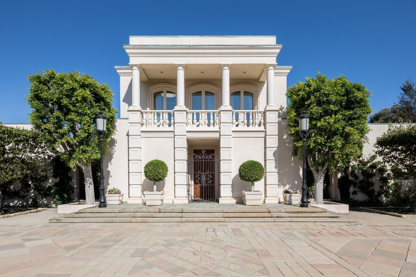 Neoclassical villa in Holmby Hills | Hot Property