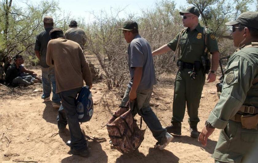 Las detenciones de inmigrantes indocumentados en la frontera con México bajaron un 18 % en junio con respecto al mes anterior, la cifra más baja desde el pasado febrero, informó hoy el Departamento de Seguridad Nacional. EFE/Archivo