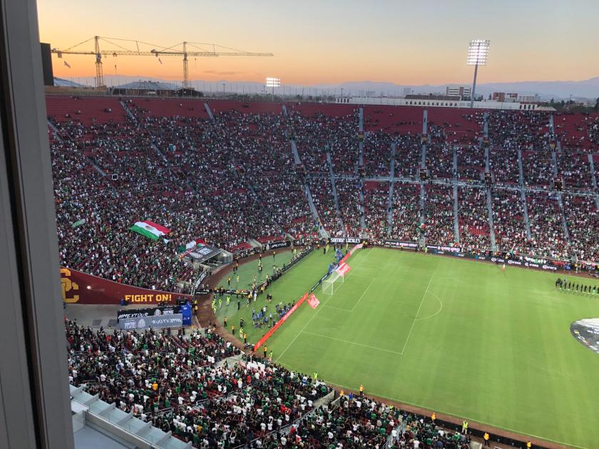Más de 53.000 aficionados asistieron al partido amistoso de fútbol internacional entre México y Nigeria.