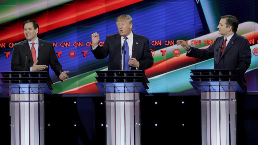Ambos senadores, hijos de inmigrantes cubanos, arremetieron durante el primer debate televisado a una audiencia hispano-hablante por Telemundo en alianza con CNN contra el magnate republicano que por ahora va a la delantera de la contienda.