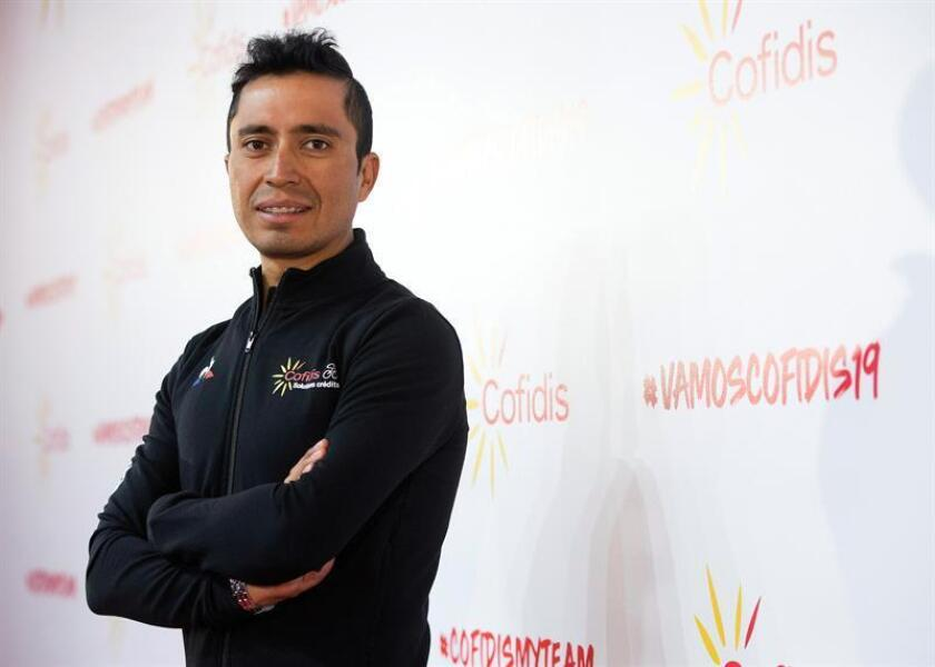 El ciclista colombiano Darwin Atapuma, posa durante la presentación del equipo francés Cofidis hoy en el edifico 'Veles e vents' de Valencia. EFE
