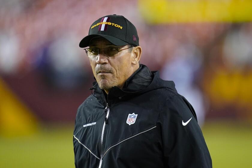 El entrenador de Washington Ron Rivera previo al inicio del partido contra los Giants de Nueva York, el jueves 16 de septiembre de 2021, en Landover, Maryland. (AP Foto/Patrick Semansky)