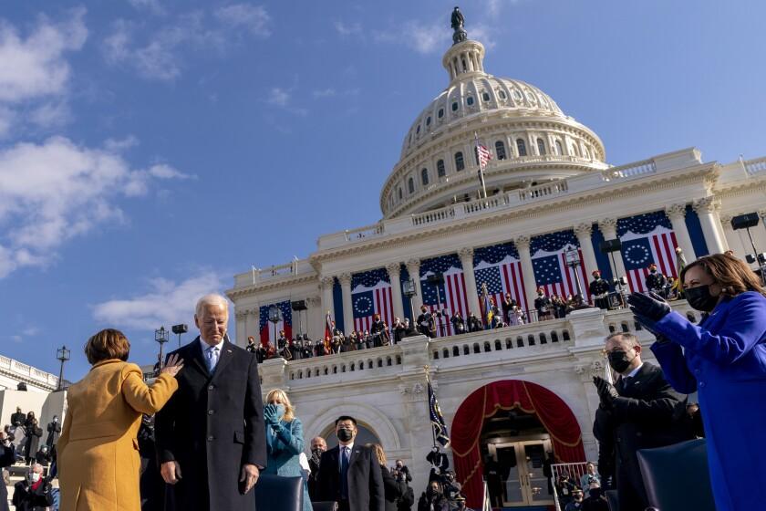 Funcionarios de carrera se hacen cargo en Washington