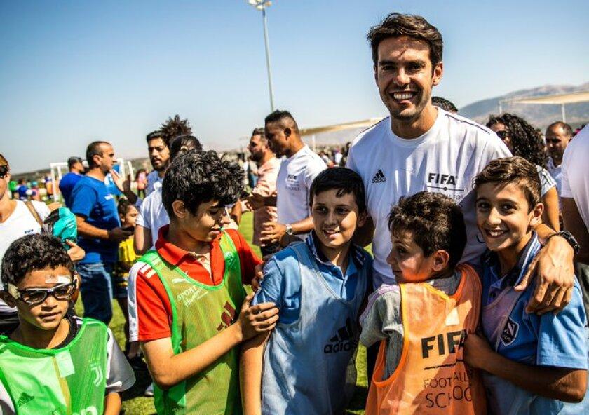 Kaká inicia programa de futbol en Líbano junto a leyendas y FIFA.