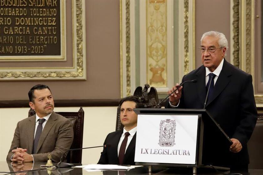 Diputados realizan la toma de protesta a Guillermo Pacheco Pulido, como gobernador interino del estado de Puebla, hoy, lunes 21 de Enero de 2019 en las instalaciones del Congreso del Estado de Puebla (México). EFE