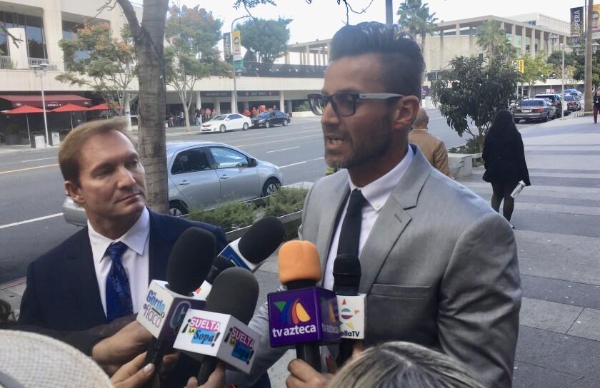 Paco Fuente es recibido por los medios en la Corte donde se procesa la demanda en contra del actor Eduardo Yañez por agresión.