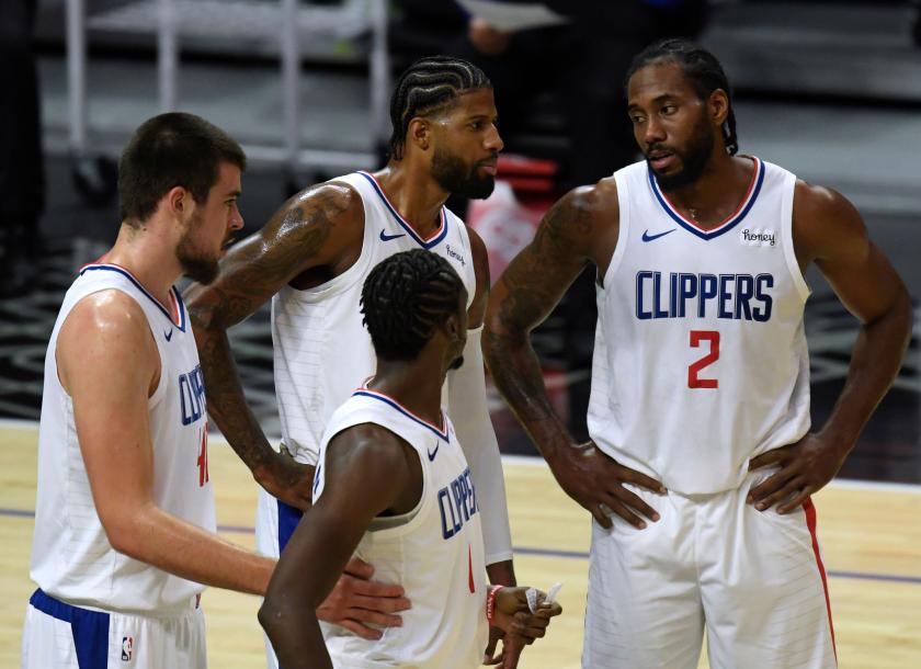 Clippers huddle with Kawhi Leonard (2), Paul George (back), Ivica Zubac (left) and Reggie Jackson.