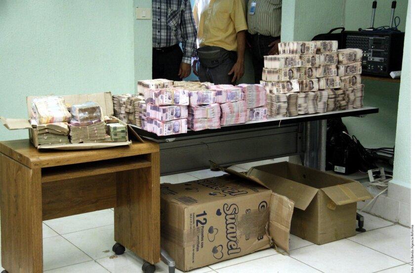 La PGJ de Tabasco aseguró dinero, material de cómputo y papelería en un predio propiedad del ex Secretario de Finanzas de Tabasco, José Manuel Saiz.