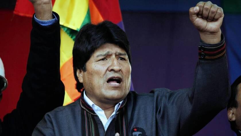 En cuanto Morales asumió el cargo en 2006, la Biblia y la cruz fueron retiradas del palacio presidencial. Una nueva constitución en 2009 hizo del país, de mayoría católica, un estado secular. Y en las ceremonias oficiales del estado, los ritos andinos sustituyeron a los católicos.