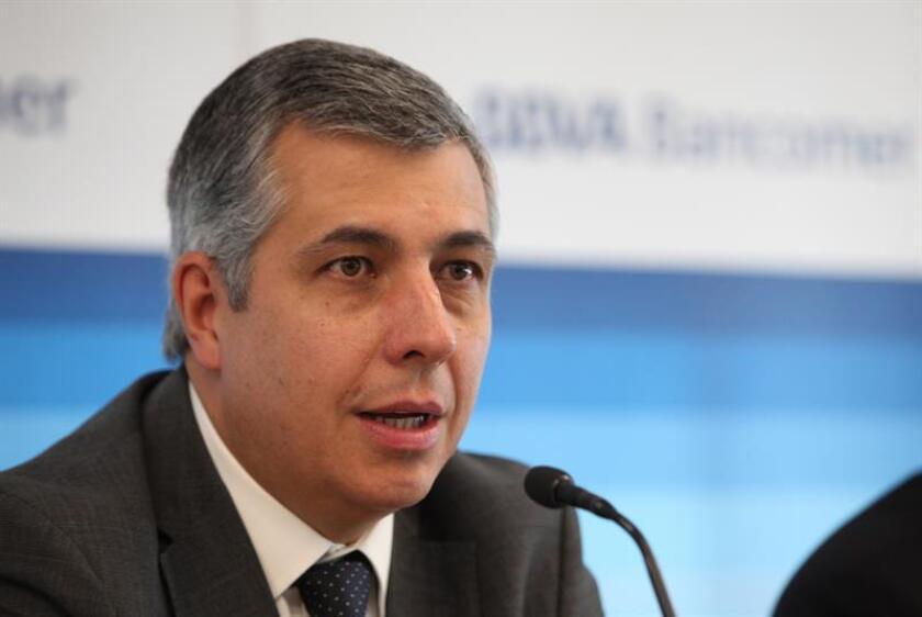 El economista en jefe de BBVA Bancomer, Carlos Serrano Herrera, habla durante una conferencia de prensa en Ciudad de México (México). EFE/Archivo