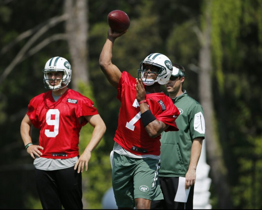 New York Jets quarterbacks coach Kevin Patullo, right rear, and quarterback Bryce Petty (9) watch quarterback Geno Smith throw a  pass during during NFL football practice, Wednesday, May 25, 2016, at the team's training facility in Florham Park, N.J. (AP Photo/Kathy Willens