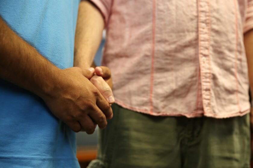 La comunidad homosexual no cuenta todavía con una representación adecuada en las producciones con guión que se transmiten en la pantalla chica.