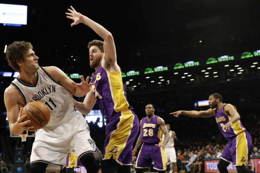 Brook López dominó a los Lakers.