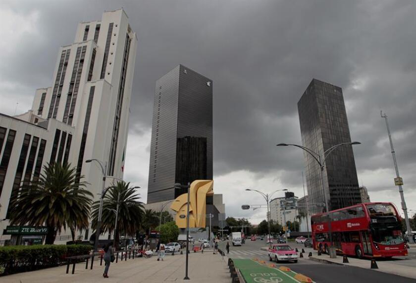 Vista general de la avenida Paseo de la Reforma, en la Ciudad de México. EFE/Archivo