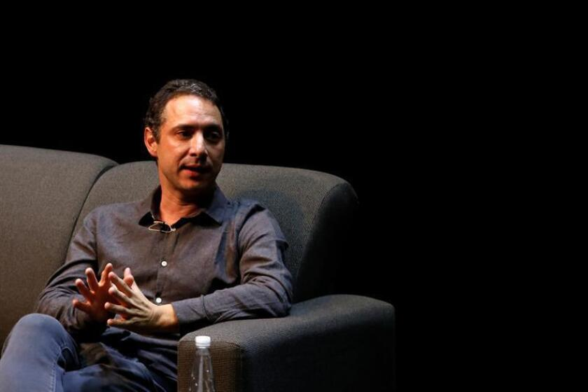 El productor chileno Juan de Dios Larraín, participa este martes, durante una clase maestra, en el marco del 34 Festival Internacional de Cine de Guadalajara, en el estado de Jalisco (México). EFE
