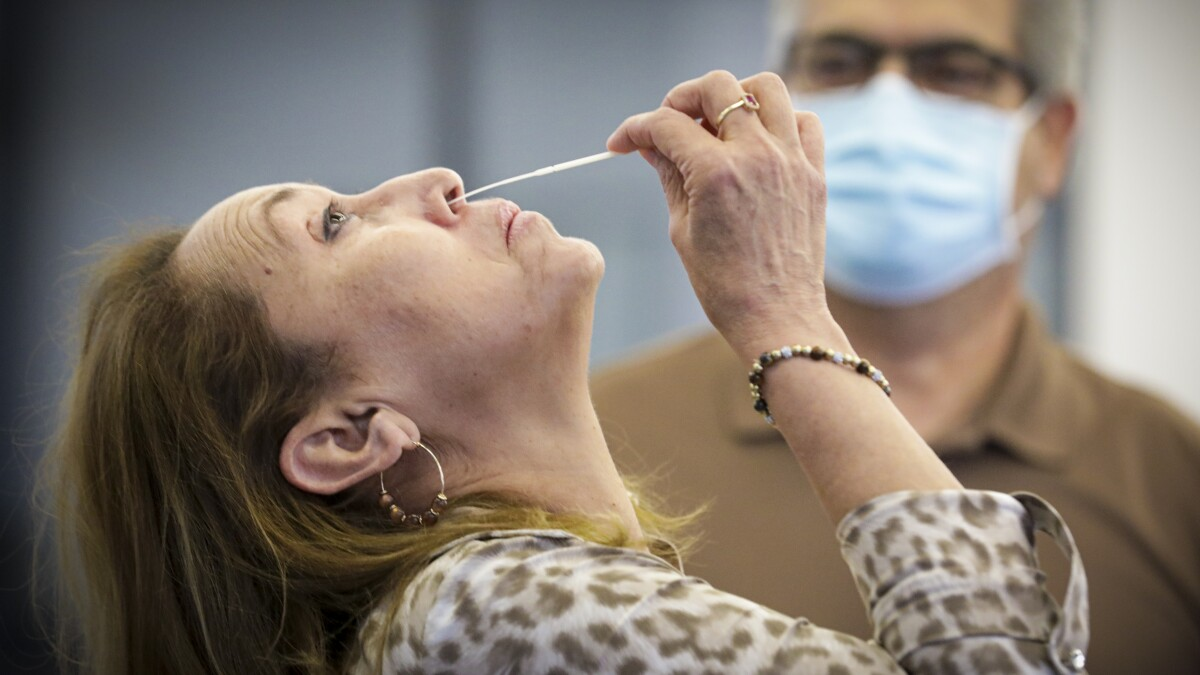 Covid 19 Testing With Saliva Is Comparable To Nasal Swabs Los Angeles Times