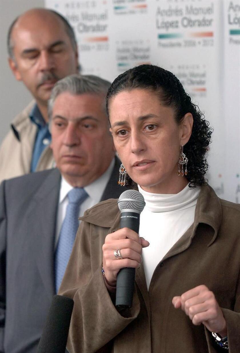 La candidata del izquierdista Movimiento Regeneración Nacional (Morena) a la jefatura de Gobierno de Ciudad de México, Claudia Sheinbaum, se declaró hoy ganadora de las elecciones tras conocerse los primeros sondeos a pie de urna. EFE/ARCHIVO