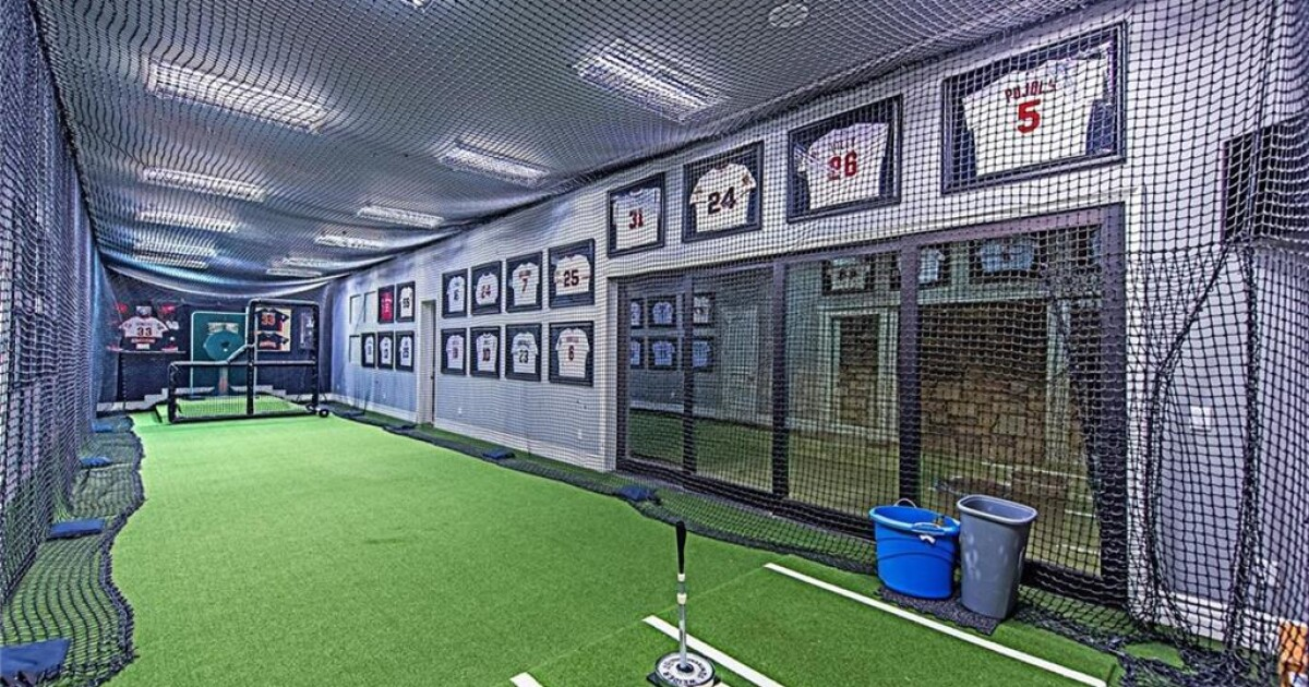 Baseball's Aaron Rowand sells lavish Vegas mansion with indoor batting cage