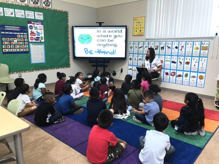 Una clase de kindergarten en el Distrito Escolar Unido de Escondido. El distrito se trasladará a un kindergarten de día completo en el año escolar 2020-21.