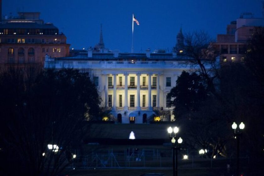 White House: Consumers should be able to unlock smartphones