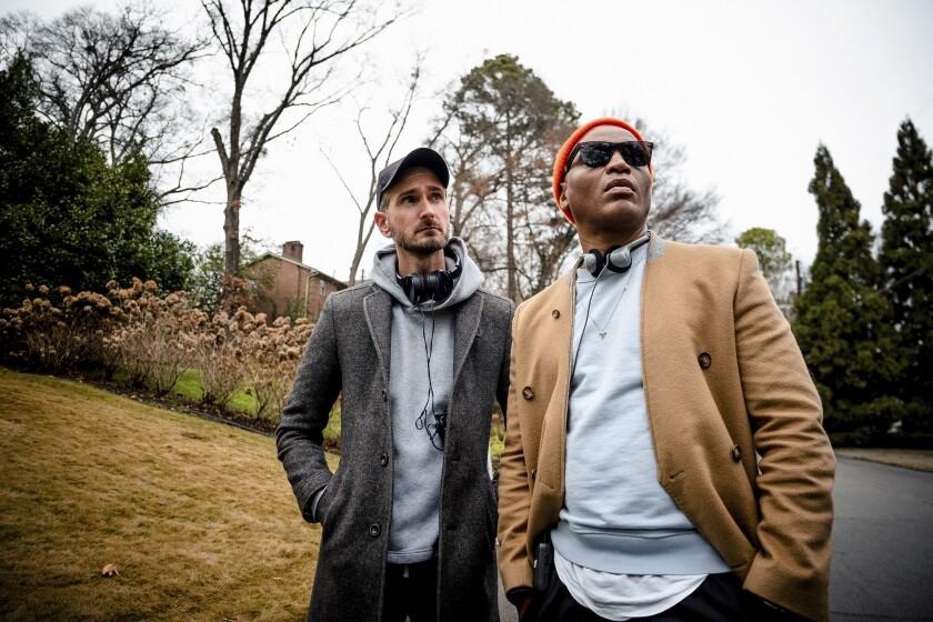 """Los guionistas y directores Christopher Renz, a la izquierda, y Gerard Bush en el plató de la película """"Antebellum""""."""