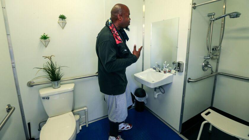3017155_ME_0907_Homeless_Showers_IK