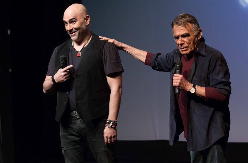 Héctor Suárez Gomís junto a sus fallecido padre en una de sus giras de presentaciones.