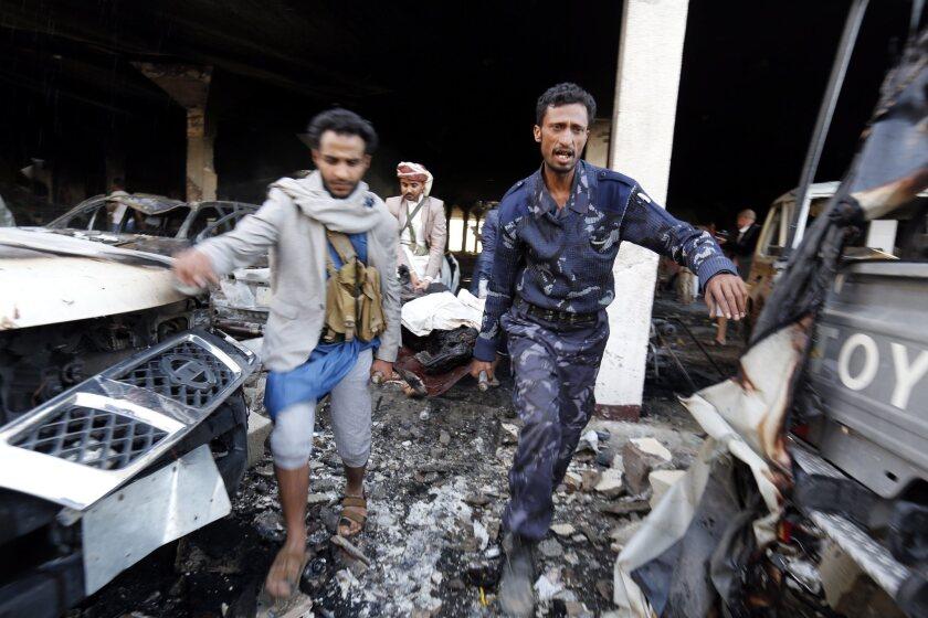 140 personas murieron y al menos 525 resultaron heridas durante un ataque aéreo a una funeraria, detalló la ONU. EFE/EPA/YAHYA ARHAB