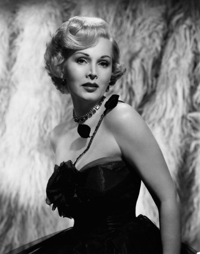 Gabor era una voluptuosa exreina de belleza húngara (1936) con inclinación por los vestidos que resaltaban sus curvas.
