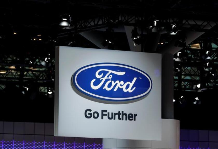 Vista del logo de Ford en un cartel. EFE/Archivo