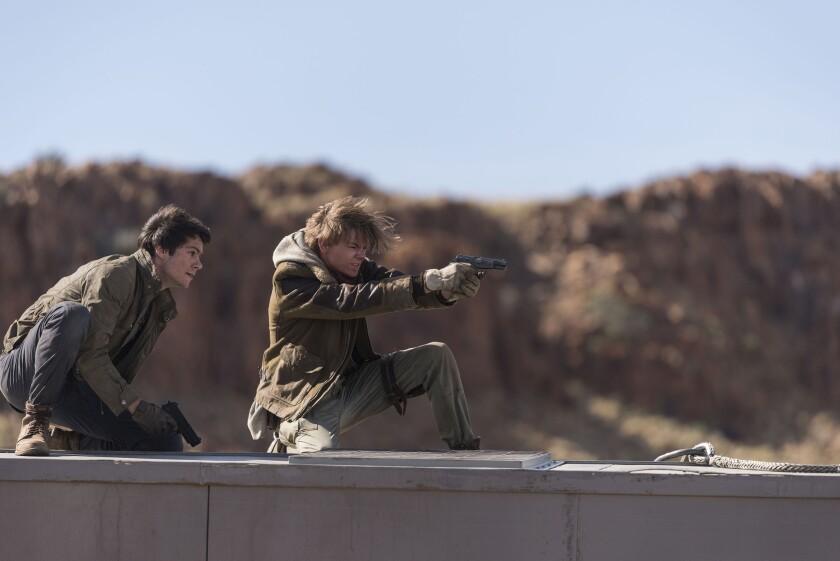 """Thomas (Dylan O'Brien) y Newt (Thomas Brodie-Sangster) en una escena de la tercera entrega de """"The Maze Runner""""."""