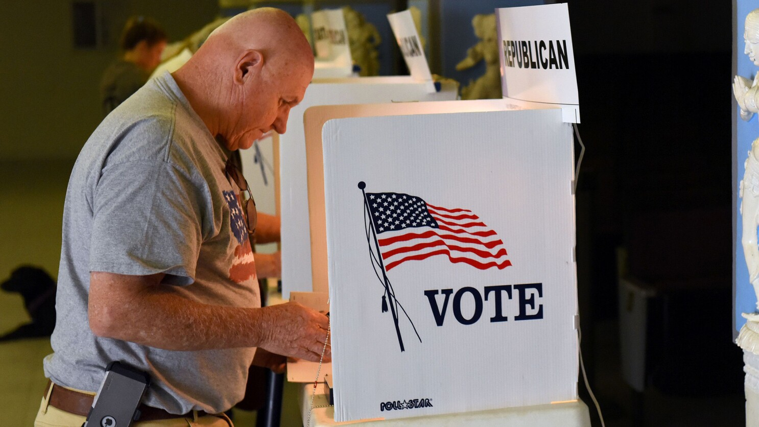Coronavirus Newsom Orders New November In Person Voting Rules Los Angeles Times
