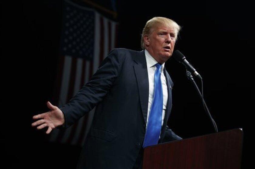 El candidato republicano a la Casa Blanca, Donald Trump, criticó hoy al presidente Barack Obama, por invertir la semana de acto en acto en favor de la demócrata Hillary Clinton en lugar de estar centrado en su trabajo.