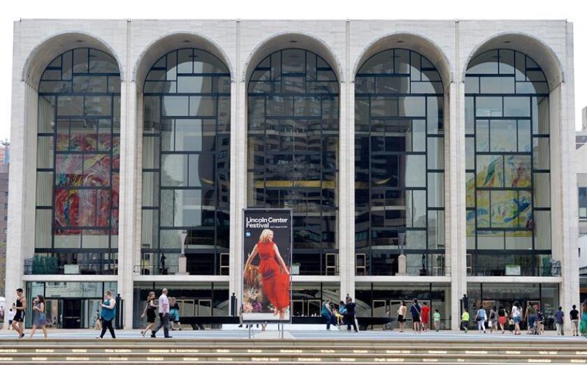 Vista de la entrada principal del Lincoln Center de Nueva York. EFE/Archivo