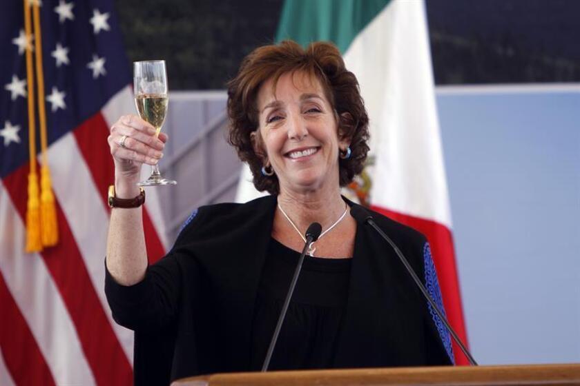 Embajadora de EEUU deja cargo en momento difícil de la relación con México