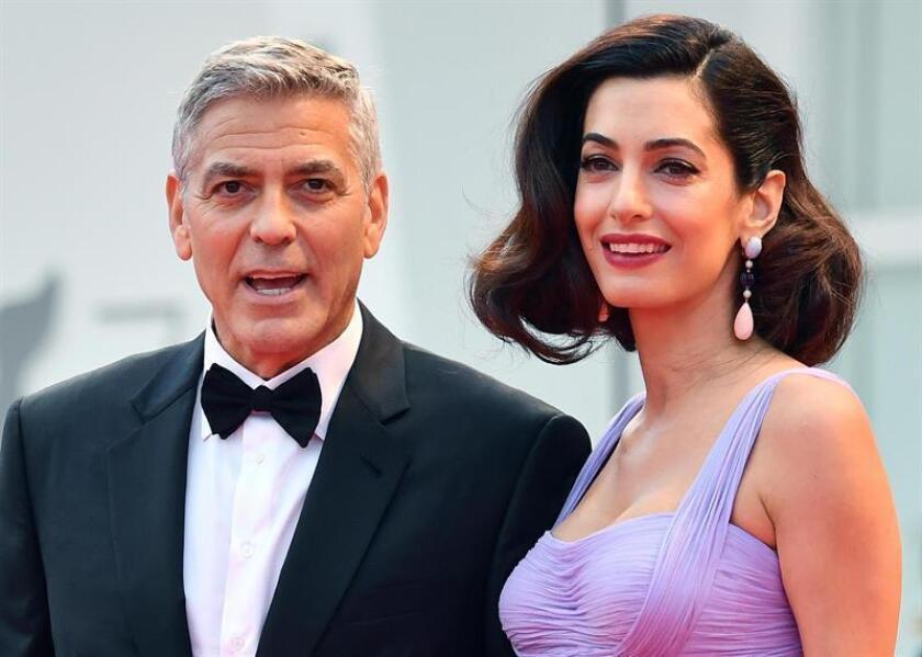 """El matrimonio formado por George y Amal Clooney ha donado medio millón de dólares al movimiento """"March For Our Lives"""", una marcha nacional formada por niños y sus familiares que tendrá lugar este sábado en Washington en protesta por la violencia de las armas y los tiroteos masivos. EFE/EPA/Archivo"""